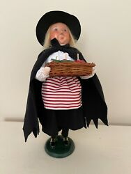 Byers Choice 2014 Witch W/basket Of Apples, Rare Closed Mouth, Sign Joyce Byers