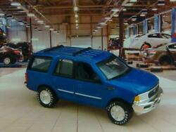 First generation 1997– 2002 Ford XLT Expedition SUV 1 64 Scale Limited Edition R