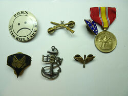 Us Lot Of Military P.o.w. Defense Usn Buttons Pinbacks And Medals