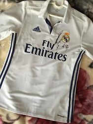 T-shirt Of The Real Madrid 2016/2017 With Autograph Of Karim Benzema