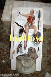 Sideshow Wonder Woman Premium Format Exclusive Swap Out Left Hand With Axe