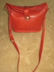 VINTAGE COACH RED LEATHER BUCKET CROSS BODY CROSS BODY BAG #013 0028