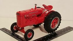 Mccormick Deering Standard W-6 1/16 Diecast Farm Tractor Replica Collectable