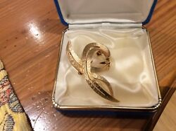 SIGNED JEWELs of TRIFARI  Beautiful Curling Textured Gold Leaf VINTAGE BROOCH