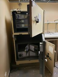 Diebold Bank Safe. All 3 Safes For 2000 Must Pickup In Aurora Illinois.andnbsp