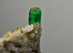 47 Ct. Terminated Highest Quality Panjsher Emerald Clean Crystal, Bunch,matrix