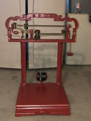 Scale. Early 1900and039s Vintage Cast Iron 200 Lb Howe Platform Scale.