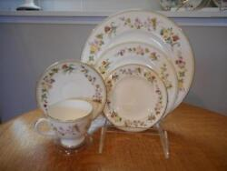 Wedgwood Mirabelle Bone China Five Piece Place Settings R4537