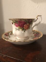 Royal Albert Bone China England - Old Country Roses - 4 Tea Cups And Saucers