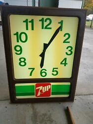 Vintage 1970and039s 7-up Clock 31.5 X 42.5 Inches. Wow