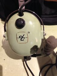 David Clark Aviation Headset Dual Plug With Case And 1940and039s Flight Books Reduced