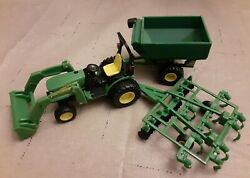 Ertl John Deere K0413wy00 Model Green Tractor Bucket, Toy With Disk And Wagon