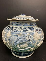 Large Chinese Porcelain Blue And White Covered Jar