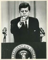 Unknown Artist John F.kennedy Giving Un Discours Reproduction Photo
