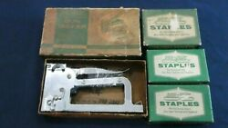 Duo Fast Stapler Gun Tacker Model Ct 850 And Three Boxes Of Df Staples 308-d 1/4