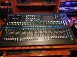 Allen And Heath Qu32 Digital Mixer With Led Lamp And Dust Cover