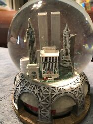 Bloomingdale's New York City Musical Snow Globe Twin Towers Statue Of Liberty