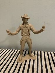 Cowboy Marx Plastic Figure With Guns And Hat - 6 Inch - Louis Marx And Co - 1964