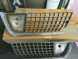 1971-1972 Genuine Gm Corvette Right And Left Front Grille And Lamp Housing Nos