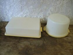 Lot Of 2 Vintage Tupperware Cake Takers With Lids Rectangle 623-5 / Round 683-1