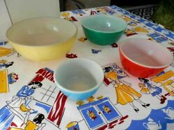 Vintage Pyrex 4 Solid Primary Colors Collectible Nesting Mixing Serving Bowls
