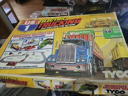 Us1 Electric Trucking Highway Interstate Delivery Set