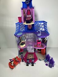 Vampirina Scare Bandb Kids Girls Castle Doll House Accessories Figures Couch Plant