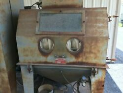 Trinco Direct Pressure Cabinet Sandblaster With Recovery Unit And Turn Table.
