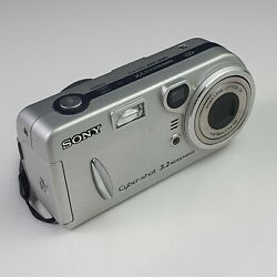 Collectible Sony Cyber-shot Dsc-p72 3.2 Mpx Silver Smart Zoom - Cca. 2003 Japan