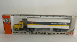 Con -cor Tractor Shell Lubricants 45 Ft Trailer. Ho Scale Herpa