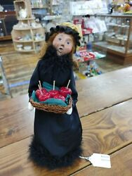 2010 Byers Choice Qvc Halloween Witch Caroler W Candy Apples
