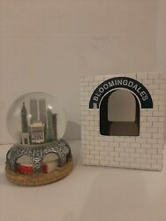 Bloomingdales New York City Twin Towers Skyline Motion Snow Globe Musical W/box
