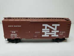 N Scale Micro Trains 33381... 40' Plug Door Boxcar New Haven. 45097.