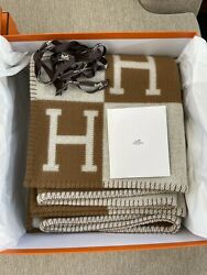New In Box Hermandegraves Classic Avalon Throw Blanket Wool Cashmere Ecru Camel Brown