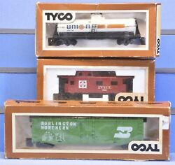 3 Vintage Boxed Tyco Freight Cars Union 76 Tank Bn 50 Box Car And Santa Fe Caboose