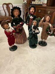 Byers Choice Carolers - Lot Of 5- Family Dad Mom 2 Sons Daughter With Dog