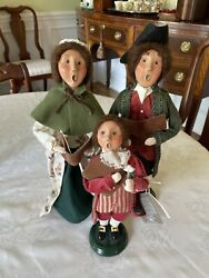 Byers Choice Colonial Williamsburg Carolers- Family Of 3