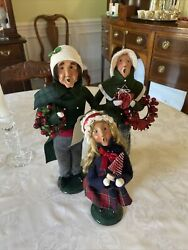 Byers Choice Carolers Family- Grandparents And Granddaughter