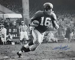 Frank Gifford Hof Autographed 16x20 Bandw Running Photo- Jsa W Authenticated