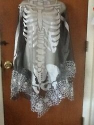HERITAGE LACE SILVER AND BLACK SKELETON SKULLS HALLOWEEN CAPE PONCHO ITEM A1 $25.99