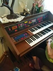 Lowrey Electric Organ Model Nl20 Used But In Mint Condition.