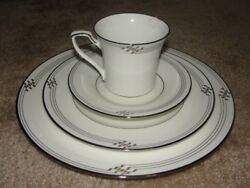 New Noritake Traditions 2000 Platinum 7803 China Cup Saucer Salad Dinner Plate