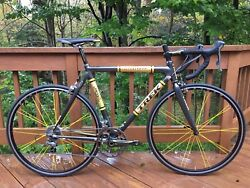 Trek Madone 56 cm Livestrong Limited Edition #32600! Signed MINT 50 miles!