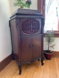 Antique Phonograph For Sale. Andnbspmint Condition. Andnbsprecords And Needles Included. Andnbsp