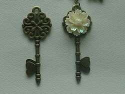 KEY SHAPED CABOCHON BEE FLOWERS TREE KEY CHAIN CLIP FOR PURSE FOB DESIGNER BAGS $10.99