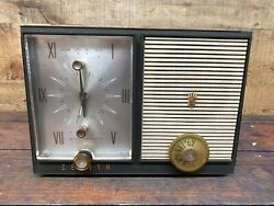 1963 Vintage Zenith Radio Gray Clock G515c With 5g06 Chassis Parts Or Repairs