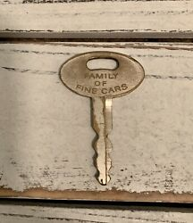 Vintage Ford Genuine Metal Oval Ford Key Family Of Fine Cars Collectible
