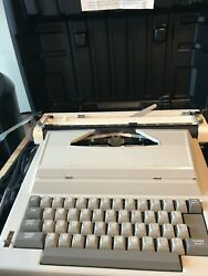 Sears Electric Vintage Portable Typewriter Sr1000 161.53640 In Case With Manual