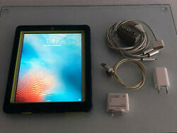 Apple Ipad 2 16gb Wi-fi 9.7in White Bundle Tv Cable Usb/card Reader Charger
