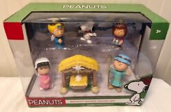 New Peanuts Snoopy, Charlie Brown, Christmas Nativity Deluxe Figure Set
